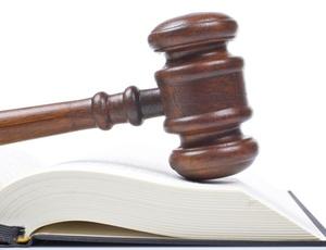 midia-indoor-wap-celular-lei-justica-advogado-advocacia-corte-julgar-julgamento-culpado-inocente-juiz-legal-lei-legalmente-martelo-judicial-juridico-magistrado-punicao-1289551891055_300x230